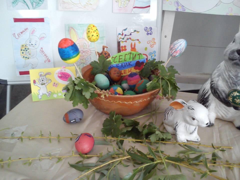 На Велики четвъртък деца и ученици шариха яйца в РЦ Търговище
